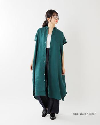 少し落ち着きたいときには、シックなグリーンカラーで大人っぽいスタイルにも。デザインはもちろん色や柄によってまとう空気感も変わっていきます。