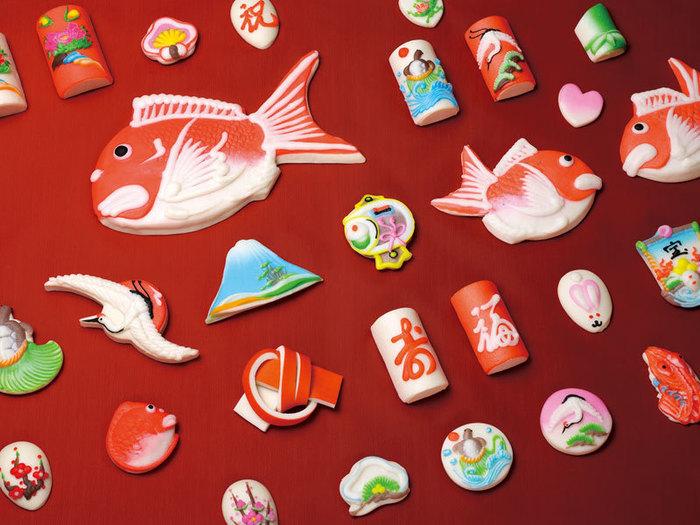 昭和17年の創業以来、富山県ならではの渦を巻いたかまぼこの昆布巻き・赤巻きや、富山県の結婚式で引き出物として利用される、鯛・鶴・亀などをモチーフにした細工かまぼこを製造販売している「梅かま」。