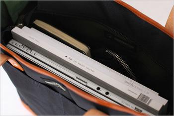 ノートパソコンや本、お財布やメモ帳など、普段持ち歩きたいものがスマートに収納できます。きちんと感がありつつも、いかにもビジネスバッグが恥ずかしいという方におすすめ。