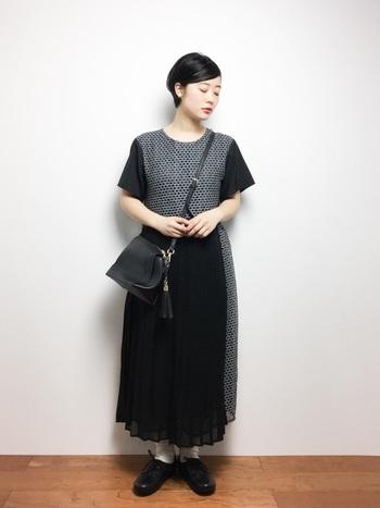 シフォンの透け感がかわいらしい、アシンメトリーなスカートは一枚でキュートアバンギャルドなコーデが完成。全身をモノトーンでまとめれば、着こなしに統一感が生まれます。