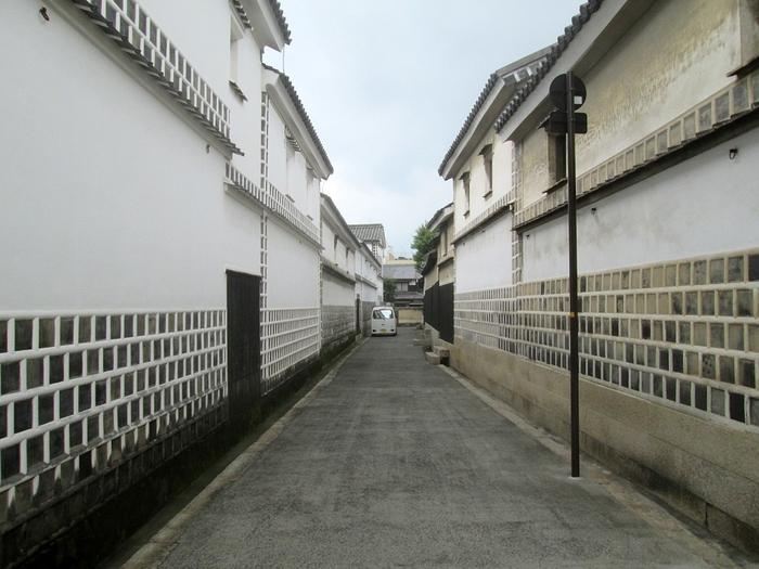 旧大原家住宅には白壁に平瓦を並べ、瓦の目地に白漆喰を塗り込む独特のデザインをした「なまこ壁」の蔵が本宅に隣接して建てられています。