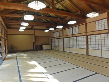 庭園を見渡すことができる大広間、敬倹堂では、純和風の日本情緒を感じることができるほか、茶席といったイベントなども行われています。