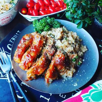 炊飯器で出来るチキンライス。暑い日でも、火を使わずにボリュームのあるお昼ご飯ができるからうれしいですね。