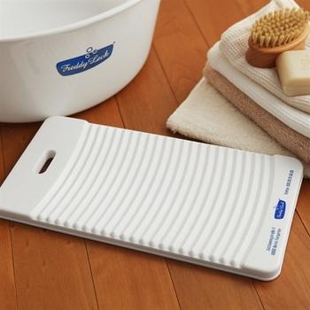 懐かしさを感じる洗濯板もカビが生えにくい素材なら、清潔感があり使うのが楽しみに。