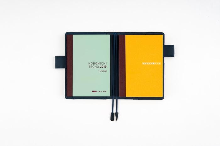 もちろん、今持っている「ほぼ日手帳」のサブノートとして使ってもOK。少し分厚くなりますが、ひとつのカバーにまとめて入れることができます。