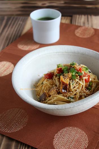 塩鯖と相性の良いトマトを炒めたソースで作るパスタ。辛めが好きな方は山椒や一味をかけたり、夏はレモンを搾ったりしていただくとより自分好みの味わいになり◎。