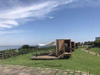 壮大な海の真ん前!この景色を独り占めです。世界的建築家の隈研吾さんデザインの「住箱」はベッドもありとてもコンフォータブル。