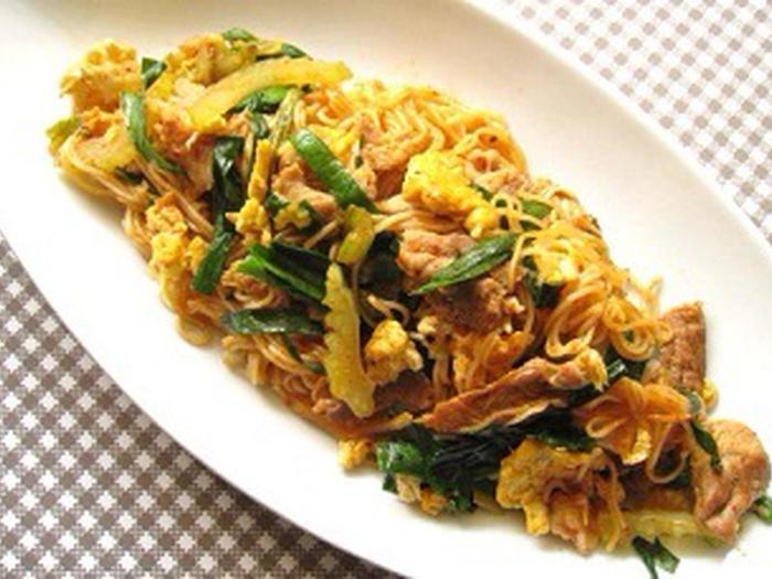豚肉とキムチのコンビはスタミナ料理にぴったり。ニラや卵も入ったボリューミーなレシピです。卵は最初に焼いておいて、最後にニラと一緒に加えましょう。オイスターソースとしょうゆのコクのあるしっかり味で、みるみる食欲が湧いてきそうですね♪