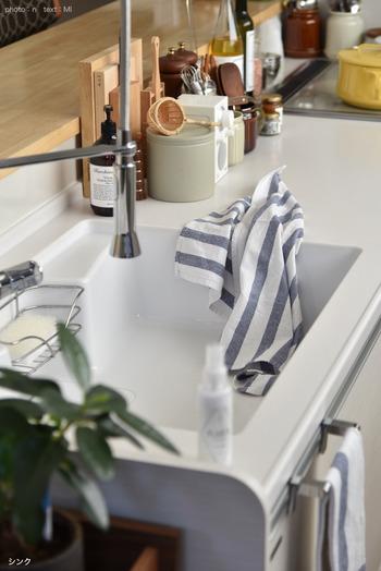 撥水性、防汚性に優れいているので、きれいな状態を長く保つことができます。使えば必ず汚れてしまうシンクに、汚れる前にコーティングしてしまうというのは、目からウロコの新技です。
