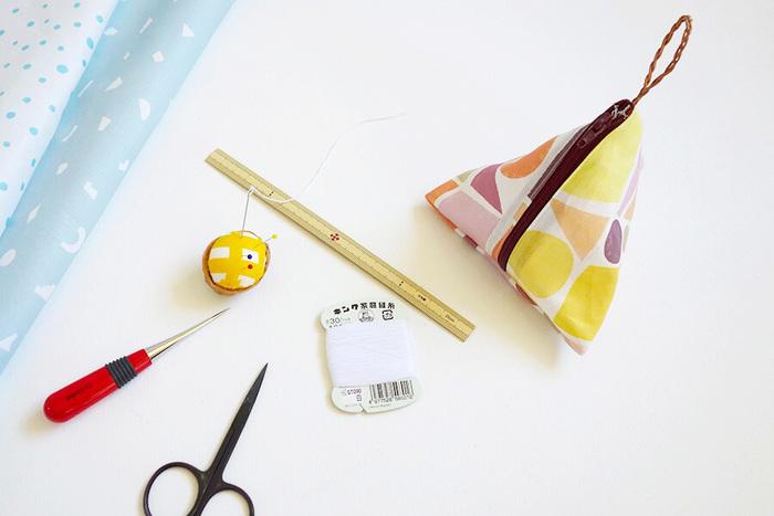 では早速、端切れを使って作れるポーチのご紹介をします。 たくさんレシピがあるので、お手持ちの道具や手芸スキルに合わせて作りやすいものから始めてみてくださいね。