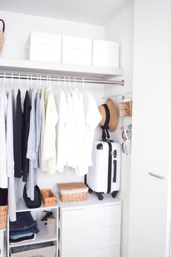 心ときめくクローゼットのポイントは、お洋服やバッグ、アクセサリーのひとつひとつが美しく見えることです。アイテムとアイテムの間にゆとりをキープするには、最低でも2割程度の余白が必要になります。そのためにも、持ち物を厳選し、本当に使えるもの、必要なものだけに絞ることが大切なのです。