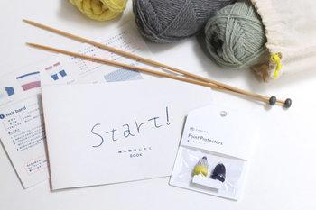 編み物初心者でも問題なし!これさえあればすぐに編み物を始められるスターターキット。編み針、とじ針、毛糸、そして編み方レシピ...至れり尽くせりの内容です。プラス、可愛い編み針キャップも付いているという親切さ。こんな素敵な道具が揃えば、モチベーションもぐっと上がりそうです。