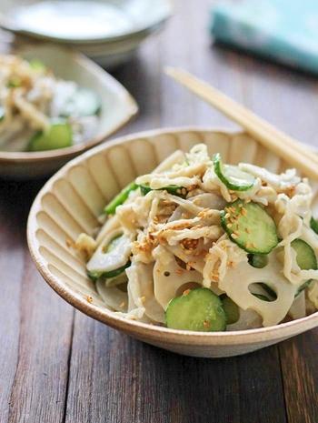 こちらはレンコンに切干大根ときゅうりを加えて、マヨネーズ・ゴマダレ・醤油で和えた美味しい和風サラダです。レンコンのしゃきしゃきっとした食感と、切干大根のコリコリした食感も美味。