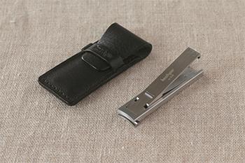 幅13mm、厚さわずか3.5mmというコンパクトなサイズ感。「MIMU(ミム)」という精巧な金属加工法が可能にした 「世界最薄」とも言われる「ツメキリ」です。