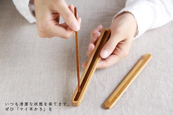 持ち手部分は半月型になっているから、すべりにくくしっかりとホールドすることができます。使用後はケースに収めてスッキリと収納できます。