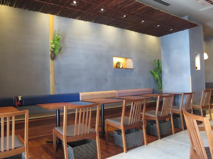 「茶寮 つぼ市製茶本舗 浅草店」は、浅草寺のすぐそばにある商業施設「まるごとにっぽん」の2階にあります。もともと1850年に大阪・堺で創業した「つぼ市製茶本舗」。老舗ならではのこだわりのお茶とスイーツは、双方の味を最大限に引き出しています。
