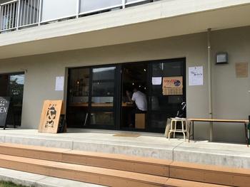 高円寺駅から10分ほどの団地をリノベーションした「高円寺アパートメント」の1階にある「andbeer(アンドビール)」は、ビール醸造家の奥さまとカレーシェフのご主人が営むお店です。