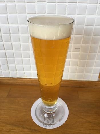 オリジナルのクラフトビールは、ご縁のある農家の果物を使ったフルーティーなものや、コーヒーを使ったものなど個性豊か。