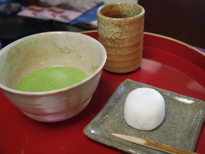 かき氷の後は、香り高い抹茶でホッと一息。風情ある環境の中で、お茶本来の味をゆったりと楽しんでみてはいかがでしょうか。