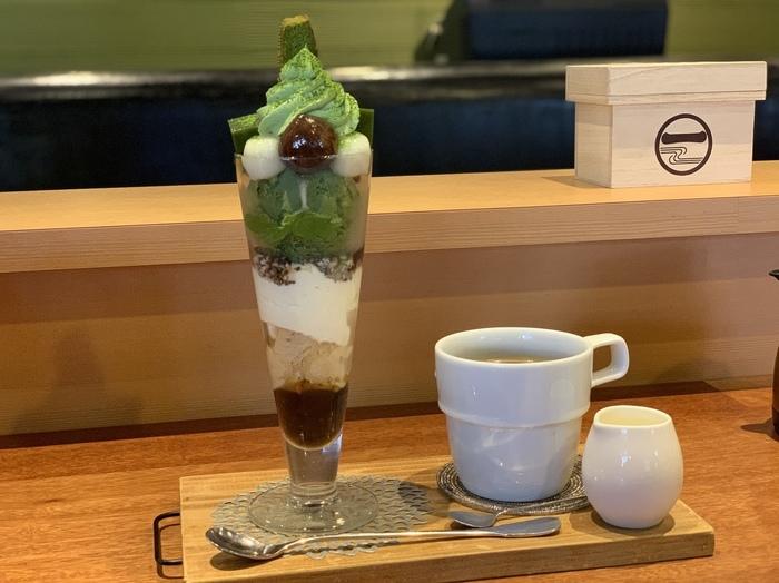 さらにここのお店に来たら食べたいのは、こちらの「清水パフェ」。京都で一番の抹茶パフェを目指して作られているそうです。具材もその時期に一番良いと思ったものを使って作っているという、お店のこだわりがつまったパフェです。