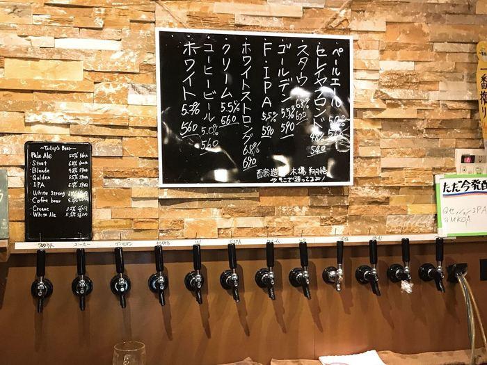 ずらりと並ぶタップの多さに、ビール好きならワクワクしてしまうはず。どれにしようか迷ったら、スタッフの方に相談しながら決めましょう。