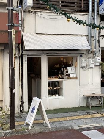 甲府駅から歩いて15分ほどの商店街にある「寺崎コーヒー」。甲府でおしゃれなカフェといえばここ!と地元の方にも評判のお店です。