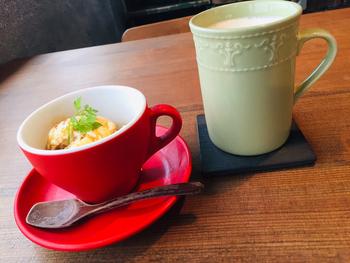 こちらは甲府市内の自家焙煎コーヒー店「LE KOPPI」のオリジナルエスプレッソをバニラアイスかけたアフォガート。ほろ苦さと甘さが絶妙な大人スイーツです。