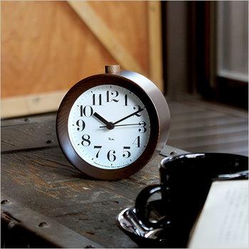 ■RIKI ALARM CLOCK(リキ アラームクロック) 毎朝素敵な時計で目覚める幸せ。それを形にしたのがRIKI ALARM CLOCKです。日本のモダン・クロックの重鎮、渡辺力氏のデザインで、ミニサイズですが視認性は抜群。カチコチ音が鳴らず、就寝を邪魔しない優しい仕様です。