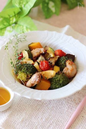 鶏肉と野菜のグリルは、甘辛ダレでご飯がどんどんすすみそう♪醤油麹が無い場合は醤油でも代用可能です。