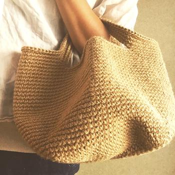シンプルな形で使いやすいマルシェバッグは、お買い物だけでなくお出かけにもぴったりですよね。