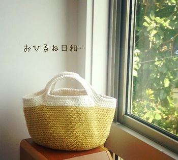 麻よりカジュアルでより軽やかな雰囲気の綿糸。 素材感はもちろんですが、色合いも楽しめるよう、いくつか組み合わせて作るのも良いですね。