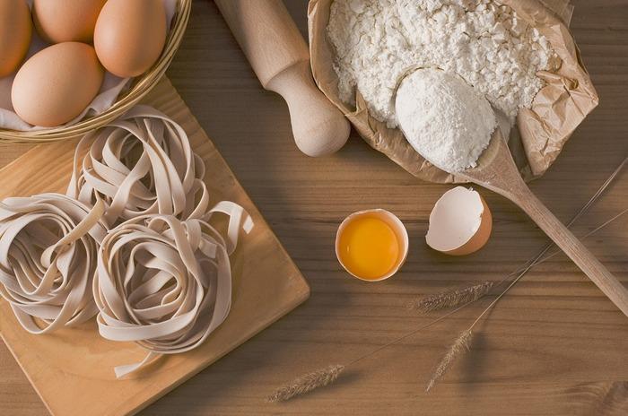 グルテンが含まれる代表的な食べ物といえば、パンやピザ、パスタ、ケーキ、焼菓子などたくさんありますが、米粉や大豆粉などで代用すれば、我慢する必要がありません。
