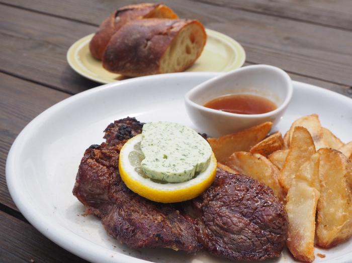 ジューシーなステーキなど、ボリュームのあるメニューも充実していてしっかり食べたい時にも満足できますよ。