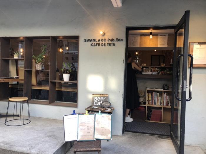 代々木上原駅から歩いて2分ほどのところにある「Swanlake Pub Edo(スワンレイクパブエド カフェドテテ) 渋谷代々木上原店」。ワールド・ビア・カップで金賞受賞実績をもつ新潟のビール醸造所「スワンレイクビール」の直営店として注目のビアカフェです。