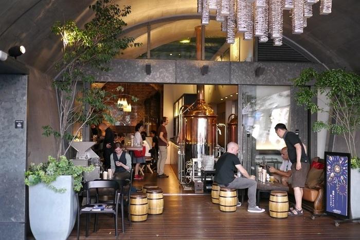 神田や秋葉原の駅から徒歩数分のマーチエキュート内にある「Hitachino Brewing LAB.(常陸野ブルーイング・ラボ」は、茨城にある「木内酒造」から生まれた「常陸野ネストビール」の直営店です。