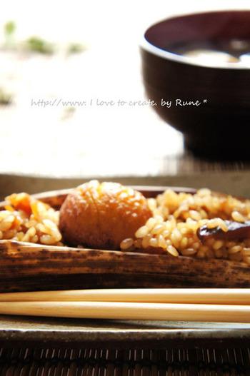 普通のもち米と、玄米もち米で作るヘルシーなレシピものっている、栗入り中華風のちまきのレシピ。両方作って、食べ比べてみるのも良さそう。