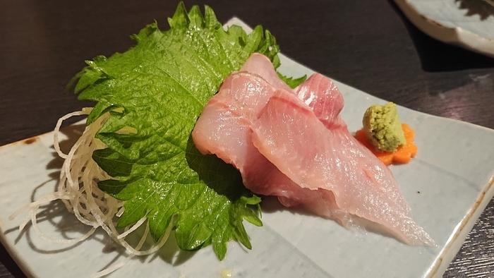 ◆「地物産品料理処 根ぼっけ」◆ JR函館駅から歩いて10分ほどのところにある「地物産品料理処 根ぼっけ」は、その名のとおり、根ボッケをいただけるお店。よく知られているのは脂がのった真ホッケですが、より質が高いホッケとして有名なんですよ。  ぜひこちらのお店を訪れたら、地酒はもちろん、ホッケのお刺身も味わってみてくださいね。