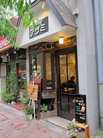 昭和34年創業で、お店は中野駅から徒歩2~3分。そこらの洋食店にひけを取らない喫茶店として、地元の人に長年愛され続ける名店です。