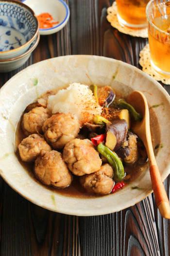 カラリと揚げた豚こま肉とナスを、大根おろしを合わせただし汁で煮たヘルシーレシピ。お酢が入った南蛮風の味付けが食欲のない日でもさっぱりと食べられます。