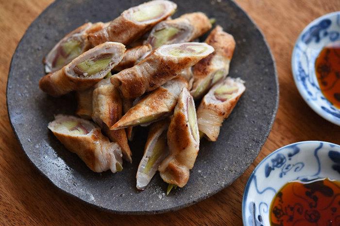 こちらは茗荷の豚肉巻き。茗荷の風味が楽しめるようシンプルな塩こしょうで焼き、お好みで醤油やポン酢を付けていただきます。茗荷の食感や香りをしっかり残した調理法で、夏らしいおかずになりますね。