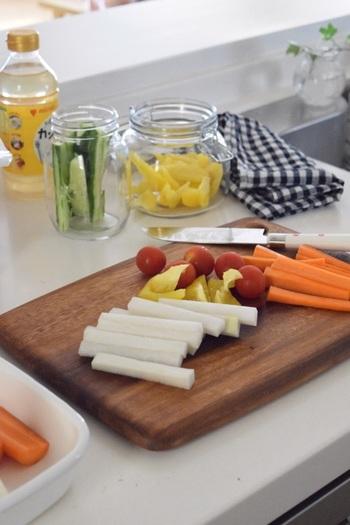 夏が旬の野菜の多くには身体を冷やす効果があり、冬が旬の野菜の多くには身体を温める効果があるのは、不思議なようですがとてもよくできた自然の仕組みです。栄養をギュッと溜め込んだ、夏に一番美味しくなる野菜をたっぷり食べて、夏バテ知らずの元気な身体をつくりましょう。