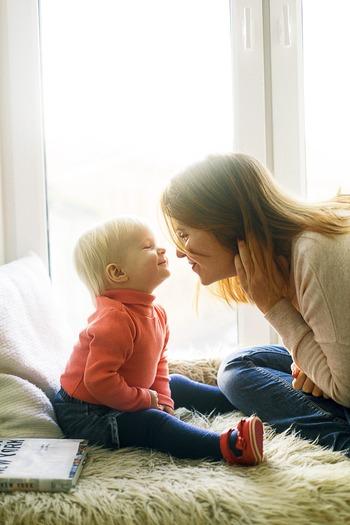 """振り返って「子供の成長の記憶が抜け落ちている」のだとすれば、それはあなたが日々を一生懸命に過ごし、子どもを守っているママ、という証拠。  だからこそ、「思い出を形にしてあげられていないのでは・・・」とがっかりしたりしないでくださいね。  今から家族写真の撮影を""""毎年の家族イベント""""にしても、遅いということはないんですよ♪"""