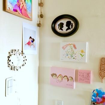 素敵な絵は毎日常に眺めたいもの。パネルにしてお家に飾りつつ、原本の方はブックにもまとめておけば、ずっと保管し続けることができますね。