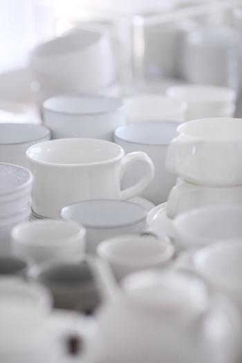 キッチンには食器や調理器具、カトラリーなどたくさんのモノが溢れています。いつの間にか増えてしまうことも多いアイテムをなんとなく収納していくと、使いづらくなってしまうことも。