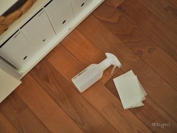 テーブルや電子レンジなどをささっと拭いたあとに、床掃除に使えば、活用度も大きいですね。