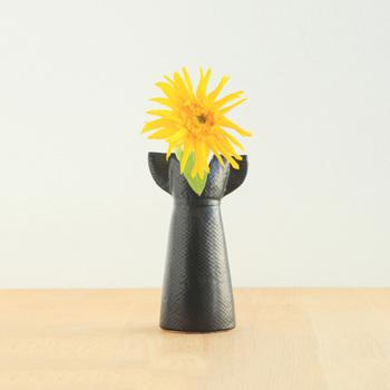 こちらはリサラーソンのワードローブシリーズのひとつで、サマードレスをイメージして作られたものです。まるでお花がサマードレスを着ているようで、くすりと笑みがこぼれます。