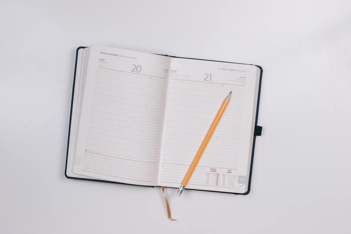 日付を書いておかないと、そのメモをいつ書いたのかがわからなくなってしまいます。また、メモをしたときの場所も書いておくことで記憶を呼び起こしやすくなります。
