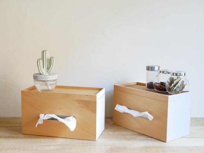 厚みのあるタイプなら、薄型のティッシュ箱を2つ入れたり、ロール型のキッチンペーパーを入れたりすることができます。物を置くスペースも広くなったので、小物や写真を飾って楽しんでみるのもいいですね。ナチュラルな風合いがとってもおしゃれ!直線的なデザインがすっきりとした印象を与えてくれます。