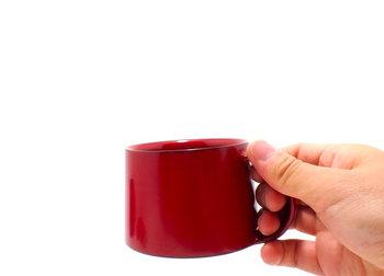 使えば使うほど、風合いが増していく「漆」。  「漆」というと和食器のイメージがあるかもしれませんが、コーヒーカップのタイプもあるんですよ。
