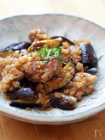 タマネギのみじん切りとポン酢、すりごま、ごま油で作るねぎポンが味の決め手になる炒めもの。油と相性の良い茄子に鶏とたれの旨味が滲みて、さらに美味しく食べられます。